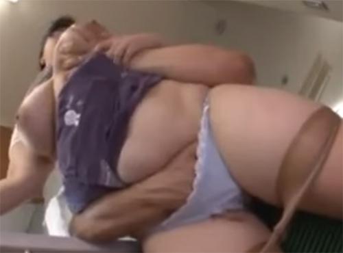 デブおばさんが昼間から淫乱オナニー娘の旦那を誘って騏上位 動画 yu-tyu-buせっクす無料
